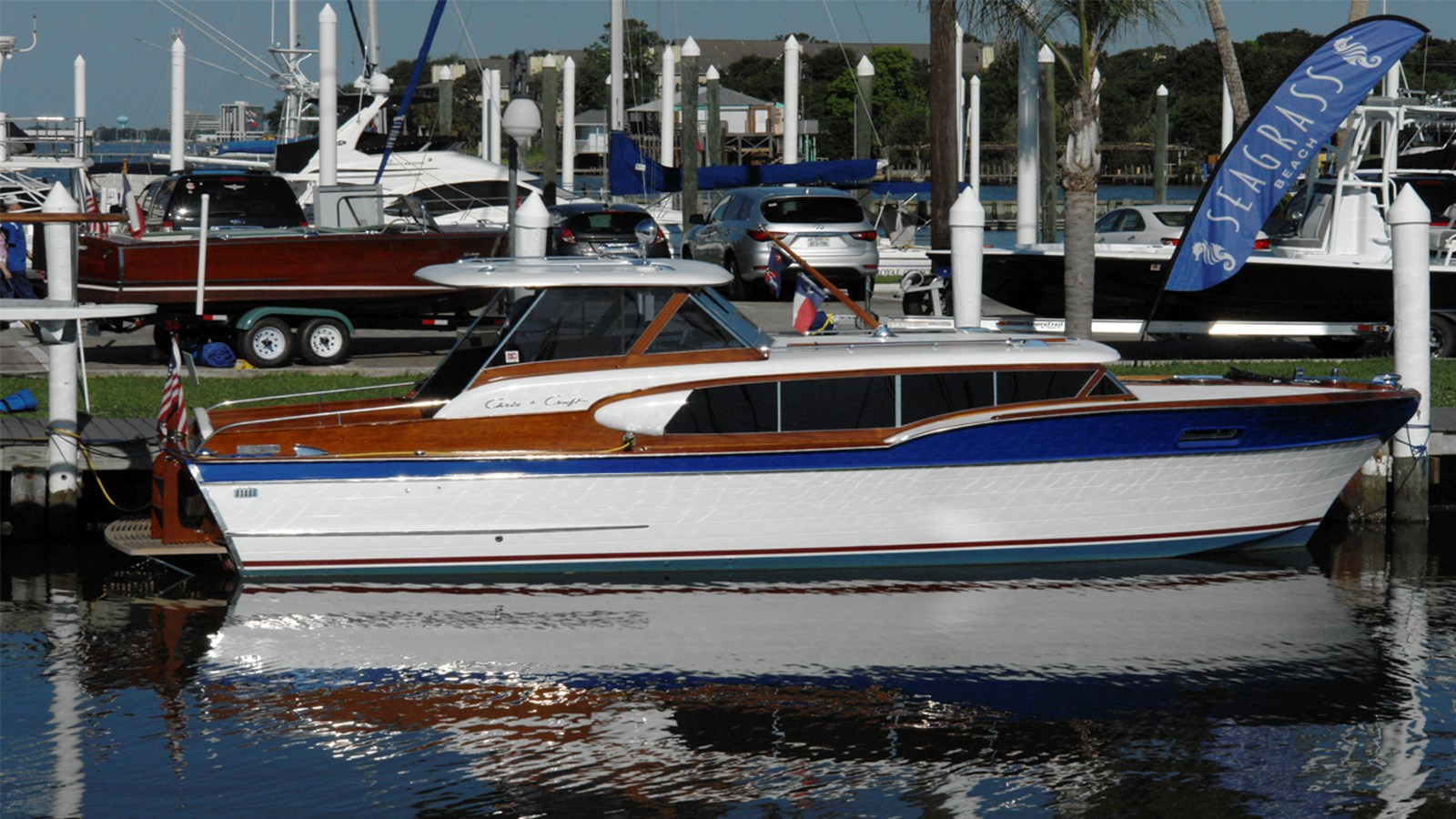 1957 CHRIS CRAFT 32 Vintage Express Cruiser For Sale