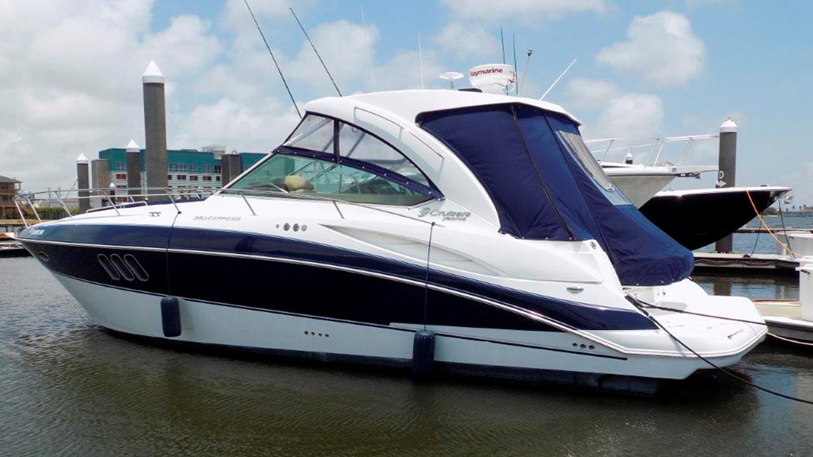 2013 Cruisers Yachts 380 Express For Sale