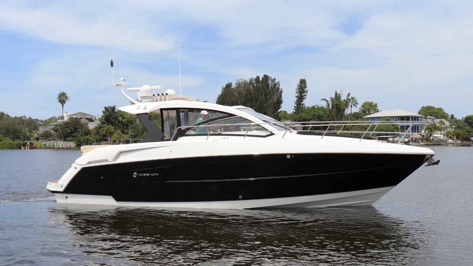 2017 CRUISERS 390 Express Coupe For Sale