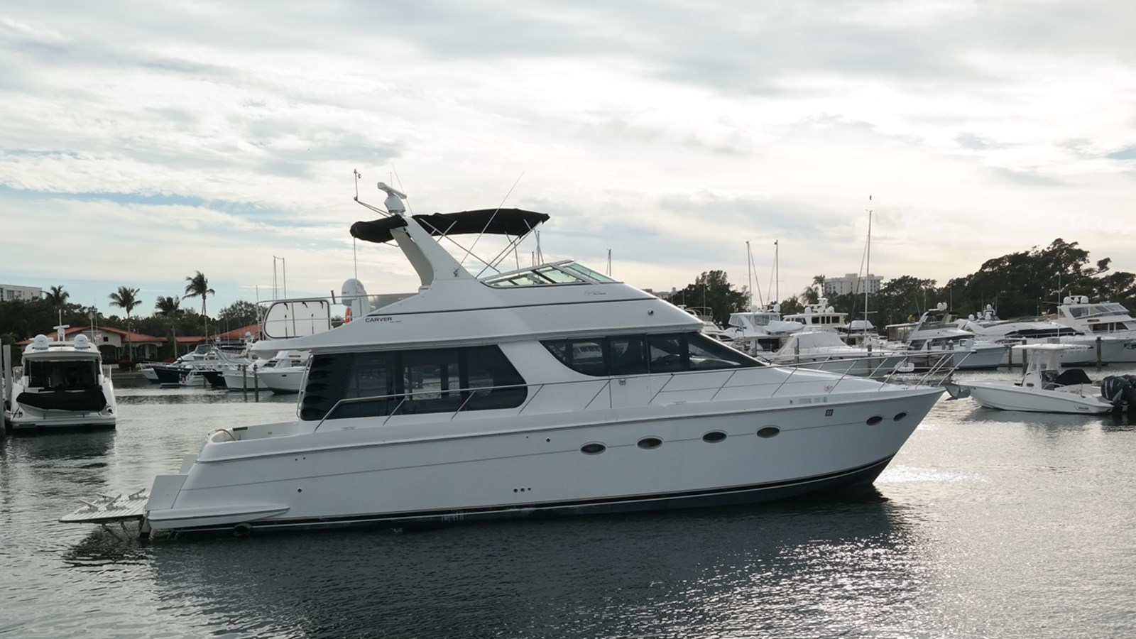 1999 Carver Voyager  53 Pilothouse For Sale