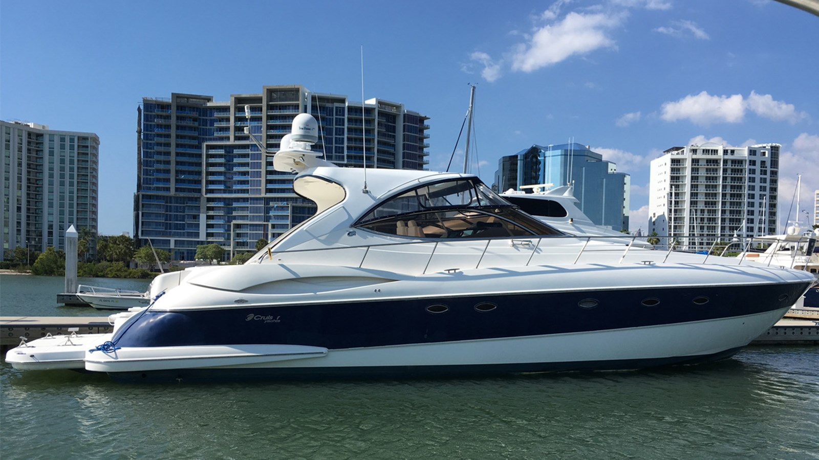 2004 Cruisers Yachts 540 Express For Sale