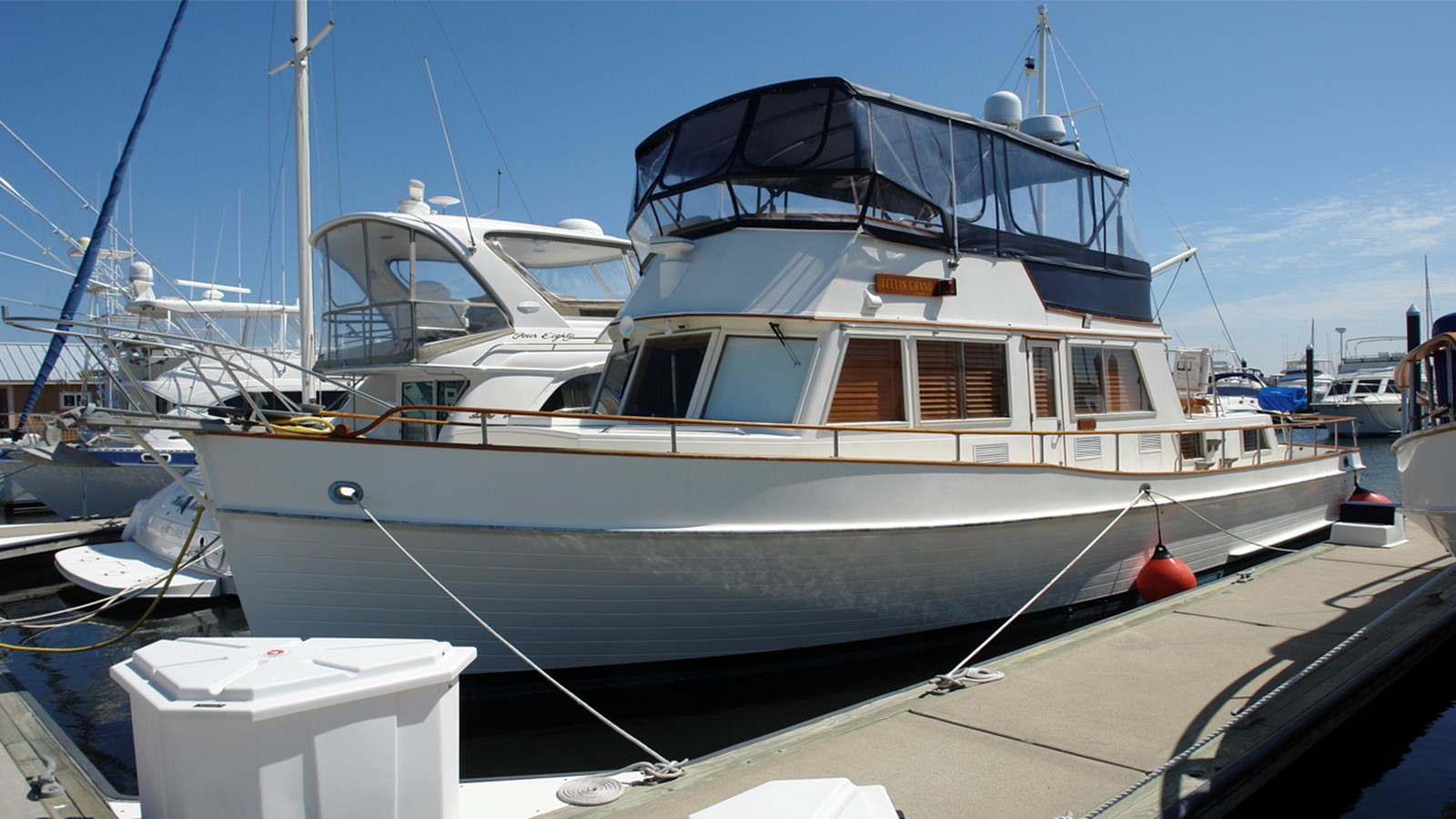 1985 GRAND BANKS 42 Classic For Sale