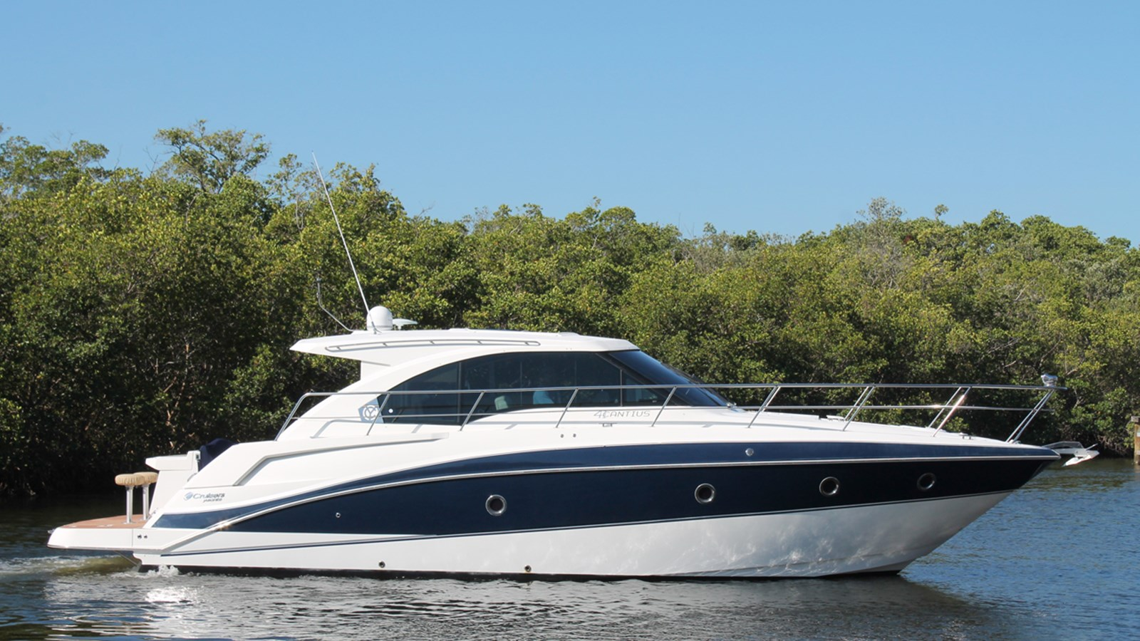 2013 Cruisers Yachts 41 Cantius For Sale