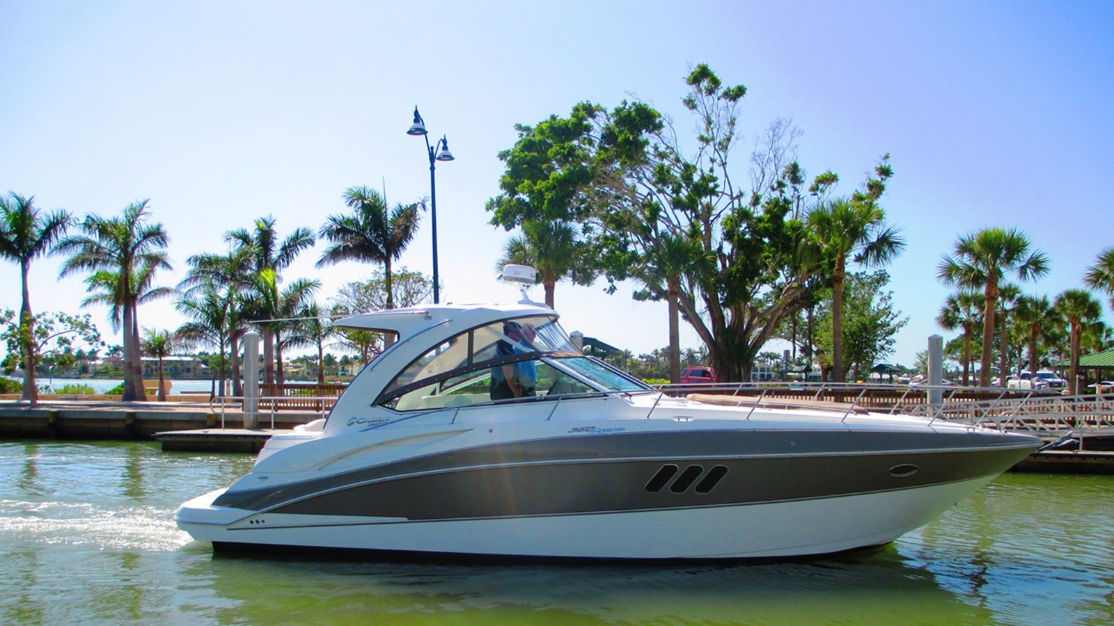 2011 Cruisers Yachts 360 Express For Sale