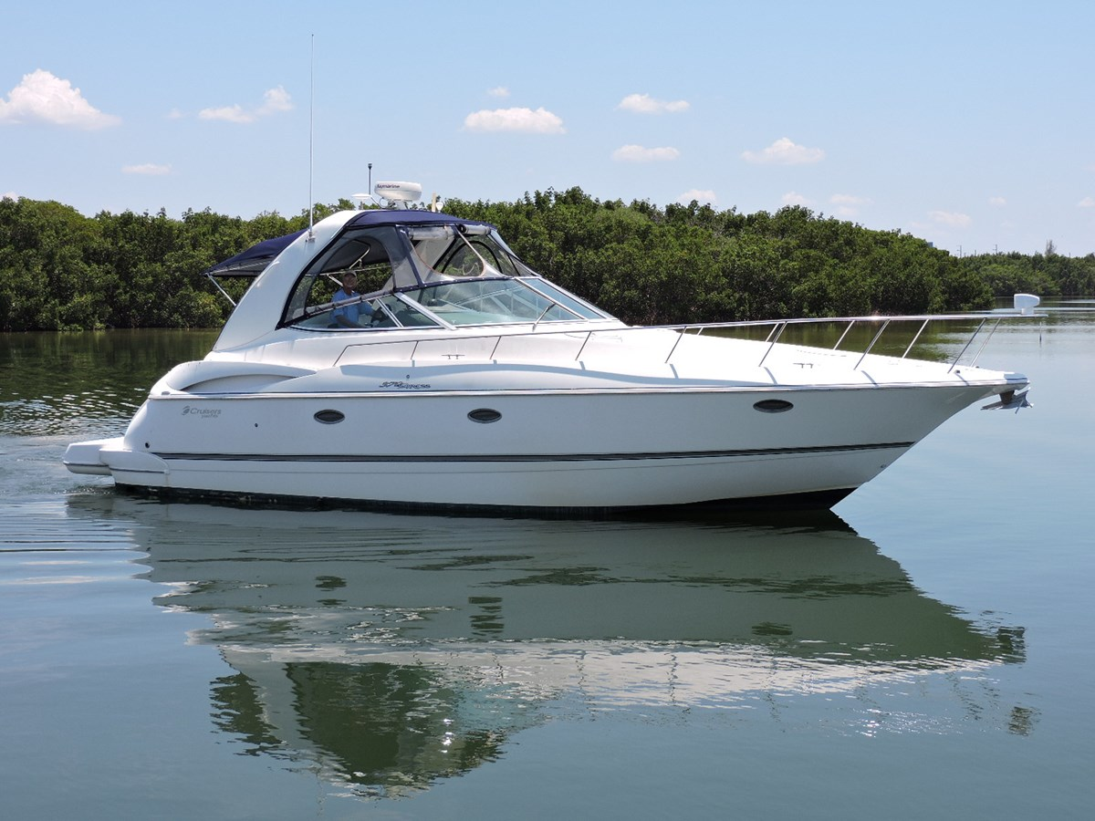 2006 CRUISERS 370 Express For Sale