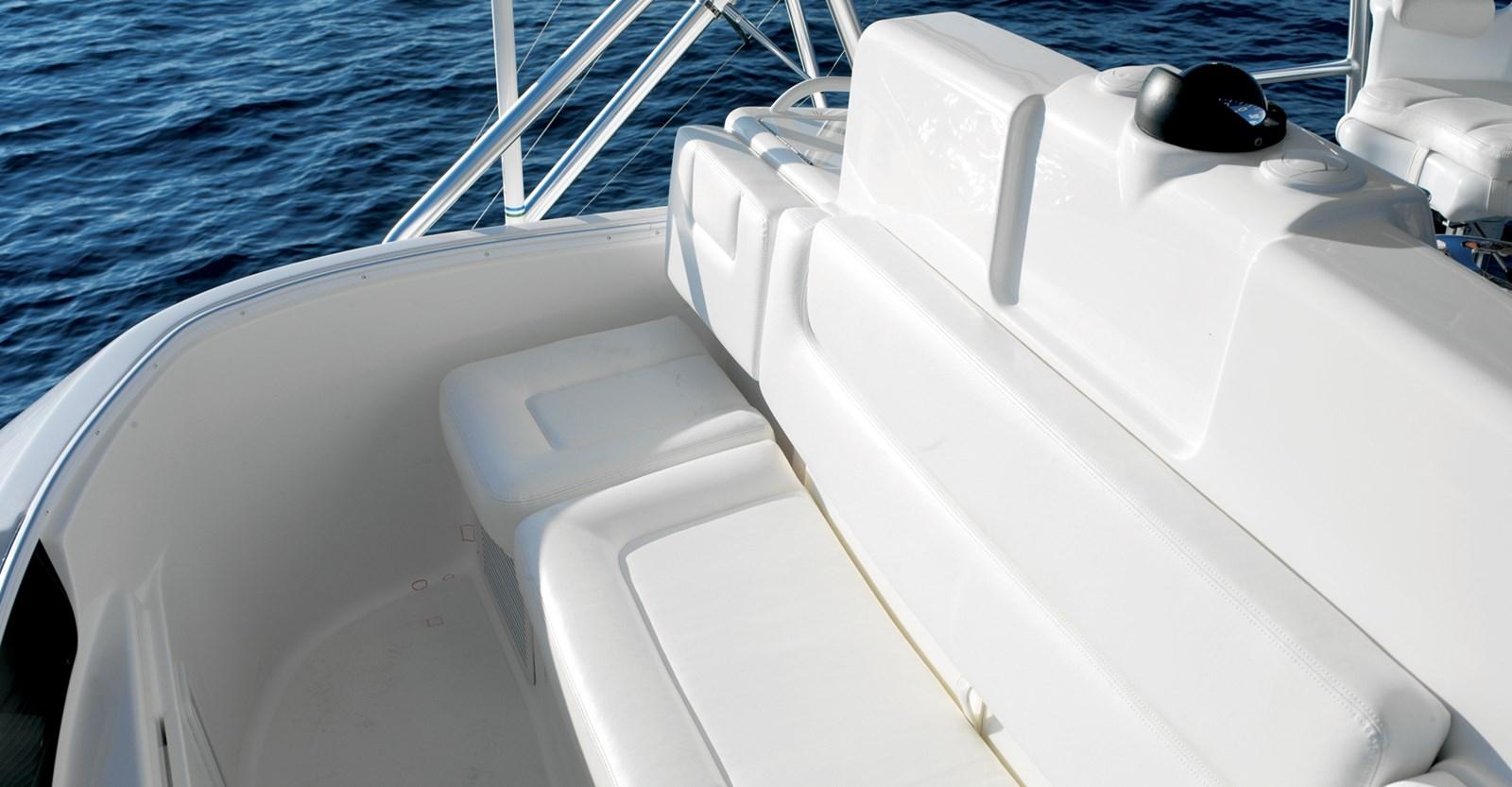 New Tiara 3900 Convertible Yacht Forward Seating