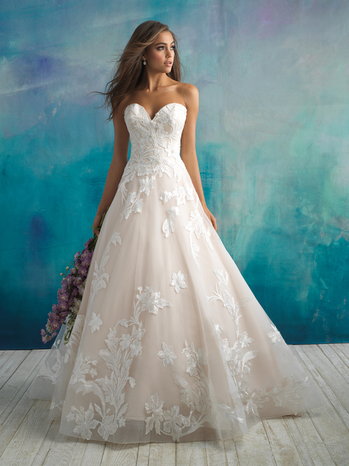 9502 - Allure Bridals Spring 2018 - BridalPulse Wedding Dress Gallery