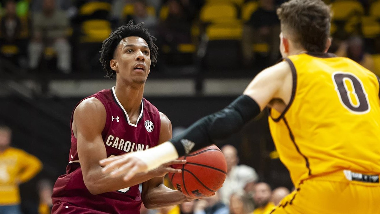 wyoming comes back in second half to beat south carolina