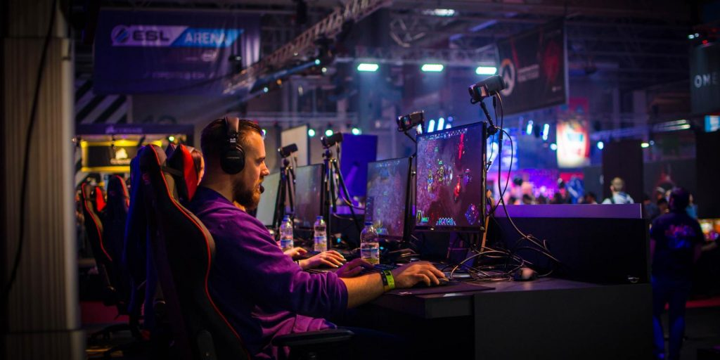Field of Streams | 8 Reasons Why E-Sports Will Redefine College Athletics | Gammicks