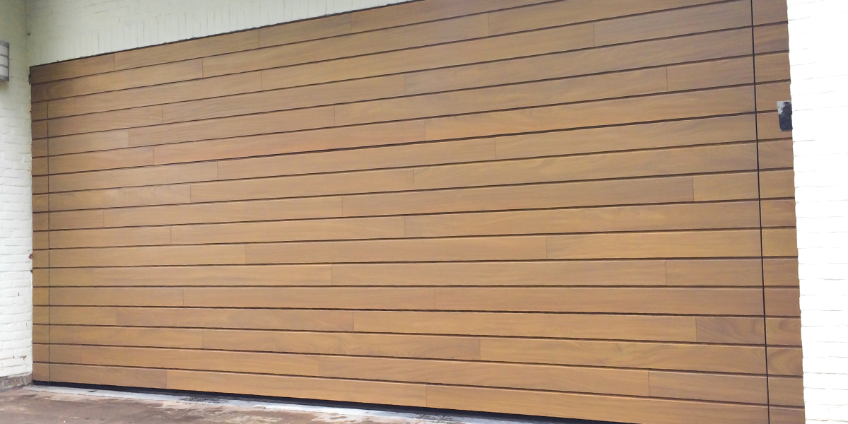 Houten-voordeur-en-garagedeur-in-dezelfde-stijl-slide-2