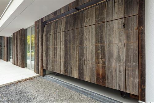 houten-garagedeur-geintegreerd-in-gevel-deur2