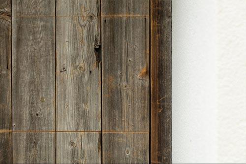 houten-garagedeur-geintegreerd-in-gevel-detail