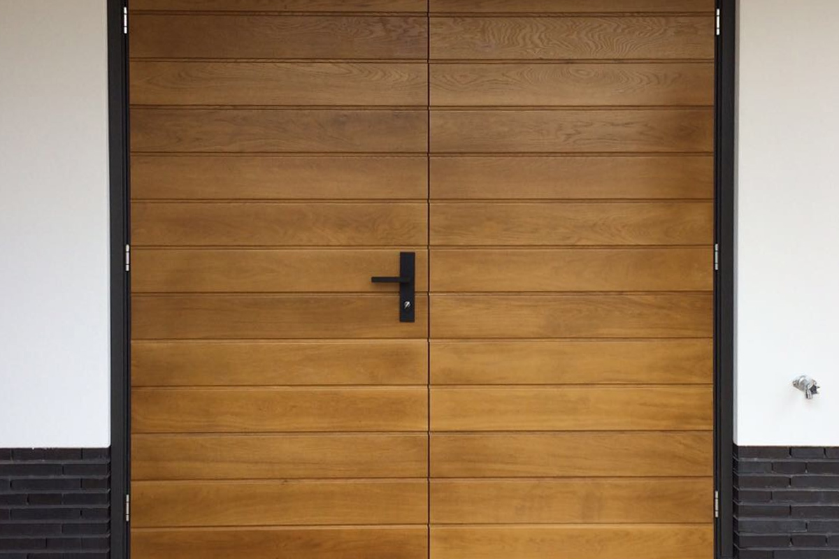 Openslaande Deuren Hout : Houten openslaande garagedeuren stijlvolle uitstraling mooie