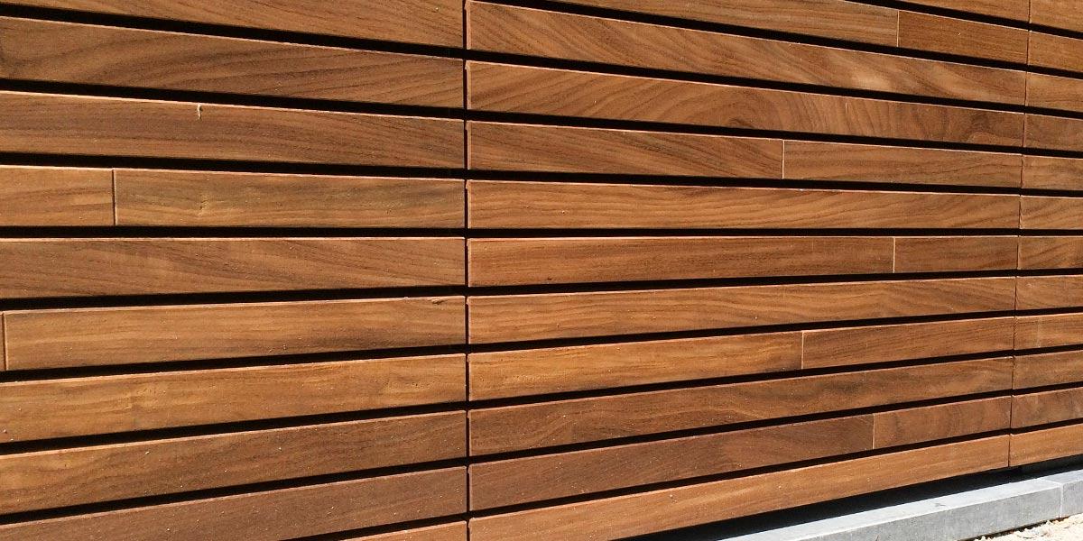 houten-garagedeur-en-voordeur-in-de-gevel-21