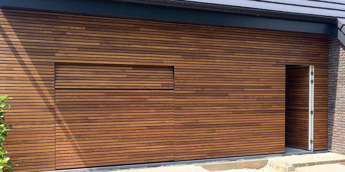 houten-garagedeur-en-voordeur-in-de-gevel-51