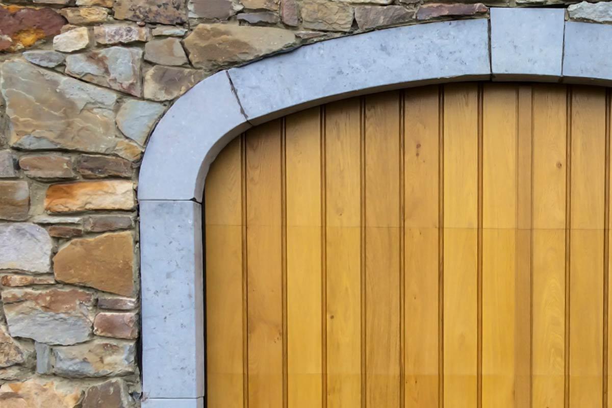 Eiken-garagedeur-en-voordeur-in-dezelfde-stijl-32