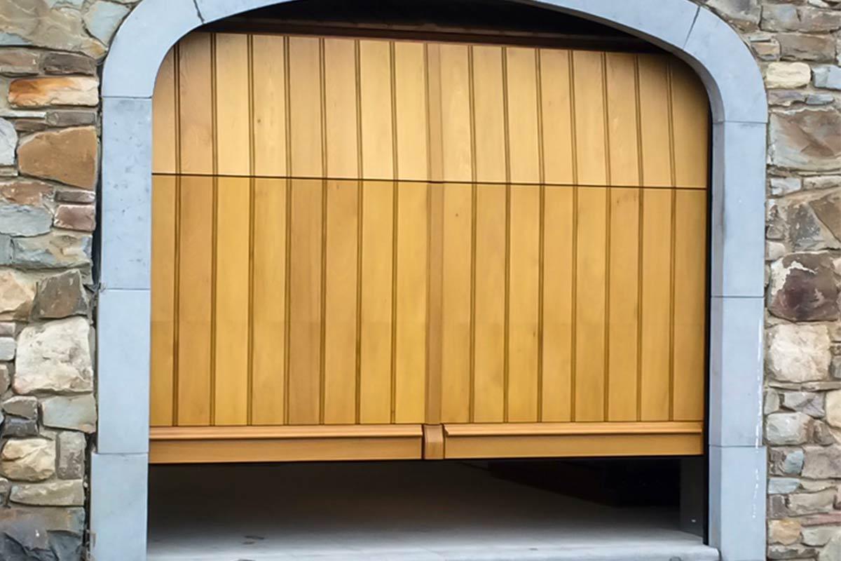Eiken-garagedeur-en-voordeur-in-dezelfde-stijl-42