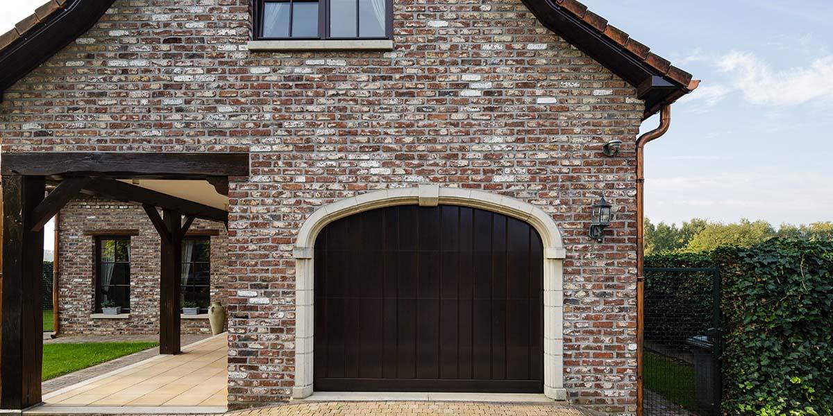 Elektrisch-houten-garagedeur-verticaal-3