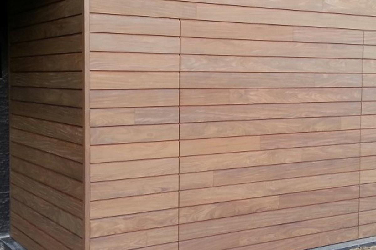 elektrisch-houten-garagedeur-met-gevelbekleding1