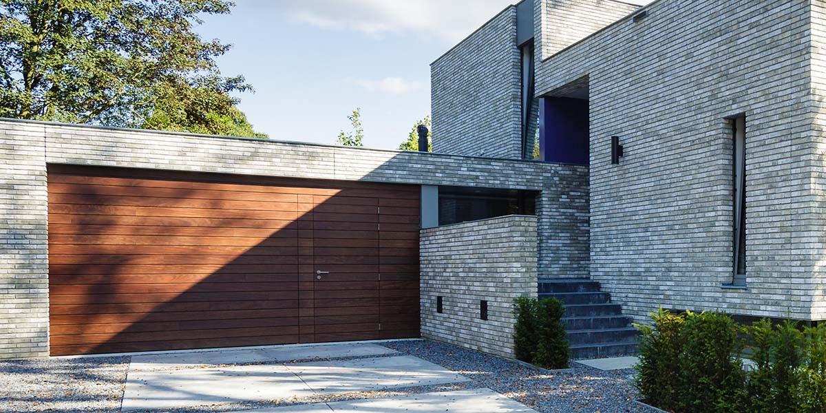 houten-garage-deur-afrormosia-gevelbekleding-voordeur-8