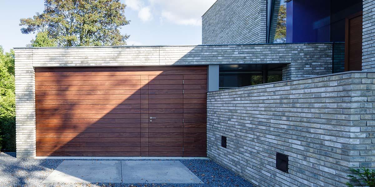 houten-garage-deur-afrormosia-gevelbekleding-voordeur-9