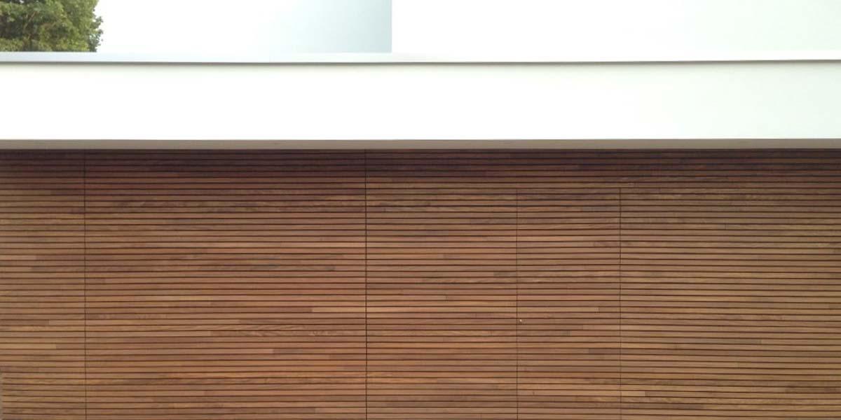 elektrische-houten-sectionaalpoort-en-houten-loopdeur-geintegreerd-in-de-gevel_0001_Laag-14