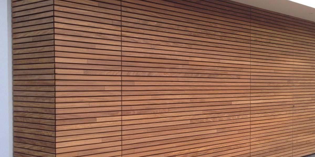 elektrische-houten-sectionaalpoort-en-houten-loopdeur-geintegreerd-in-de-gevel_0009_Laag-51
