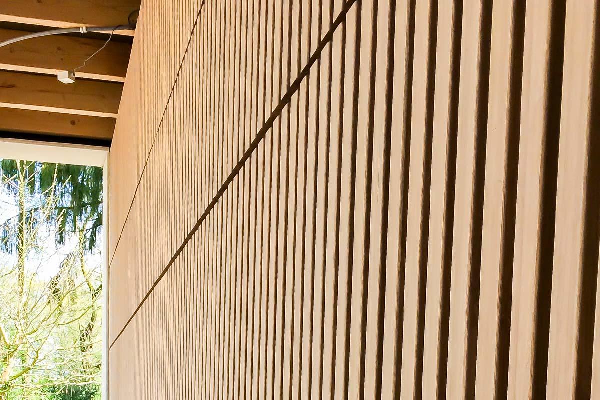 houten-sectionaaldeur-verticaal-bamboe-1