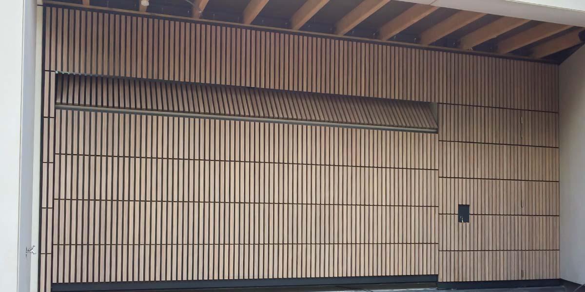 houten-sectionaaldeur-verticaal-bamboe-11