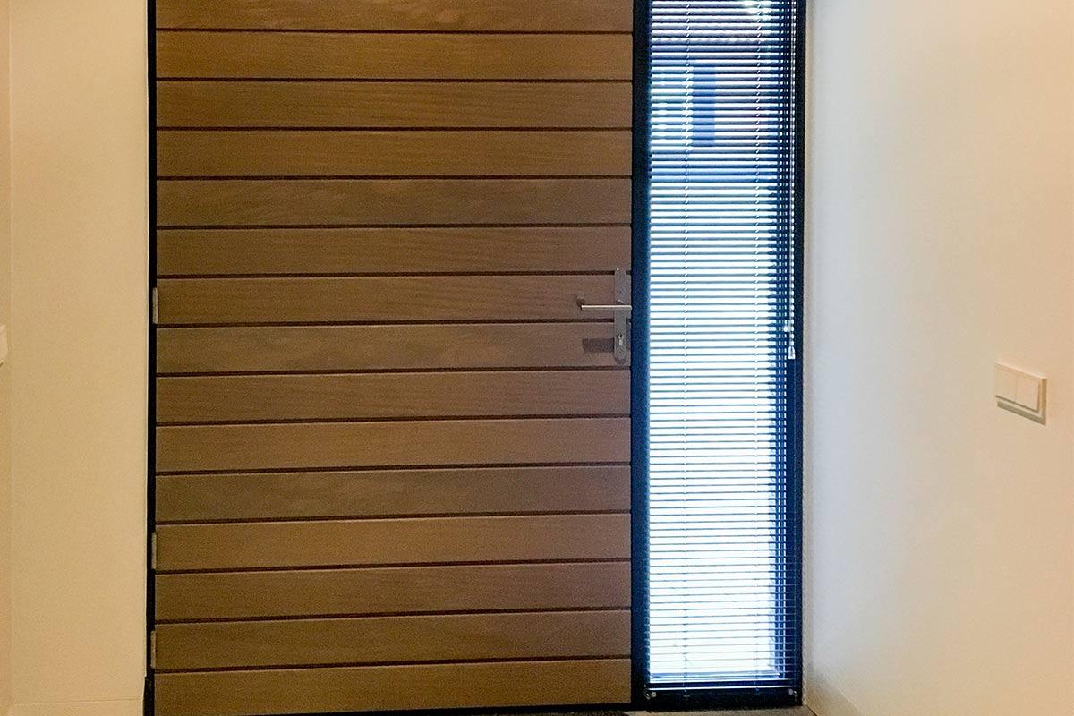 houten-voordeur-in-aluminium-kozijn-2