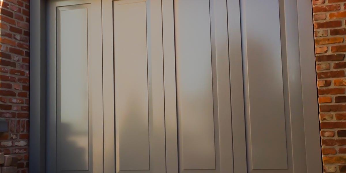 Houten-zijdelinkse-garagepoort-uitgevoerd-in-cassettemotief-header