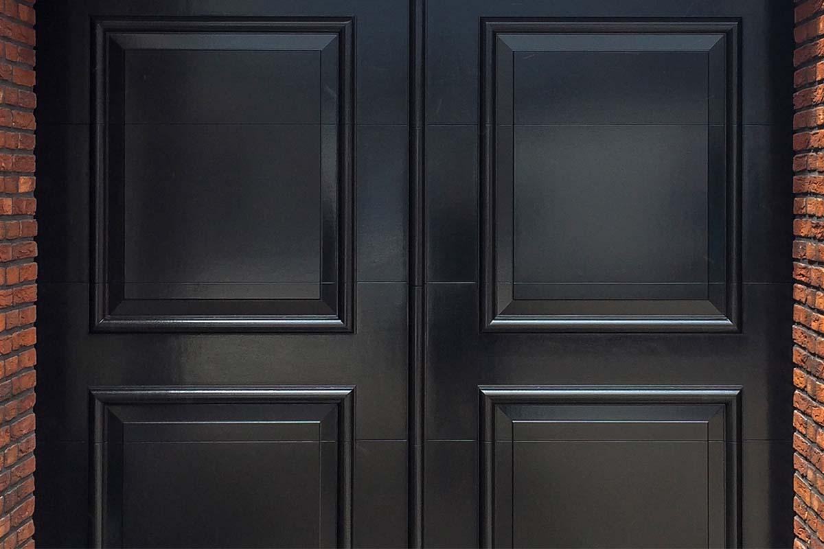 Elektrische-openslaande-garagedeur-uitgevoerd-als-sectionaaldeur-05