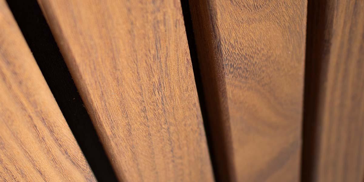 Houten-zijwaartse-sectionaaldeur-en-loopdeur-van-Afrormosia-hout-41