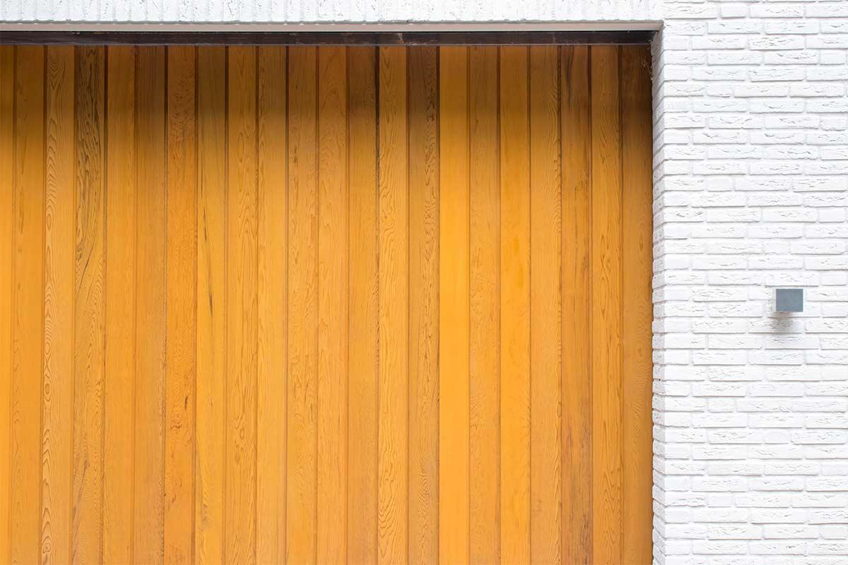 Zijwaartse-sectionaaldeur-van-Red-Cedar-hout-4