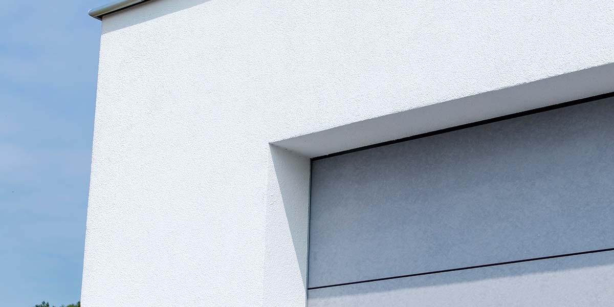 Sectionaaldeur-van-Trespa-geïntegreerd-in-de-gevel-14