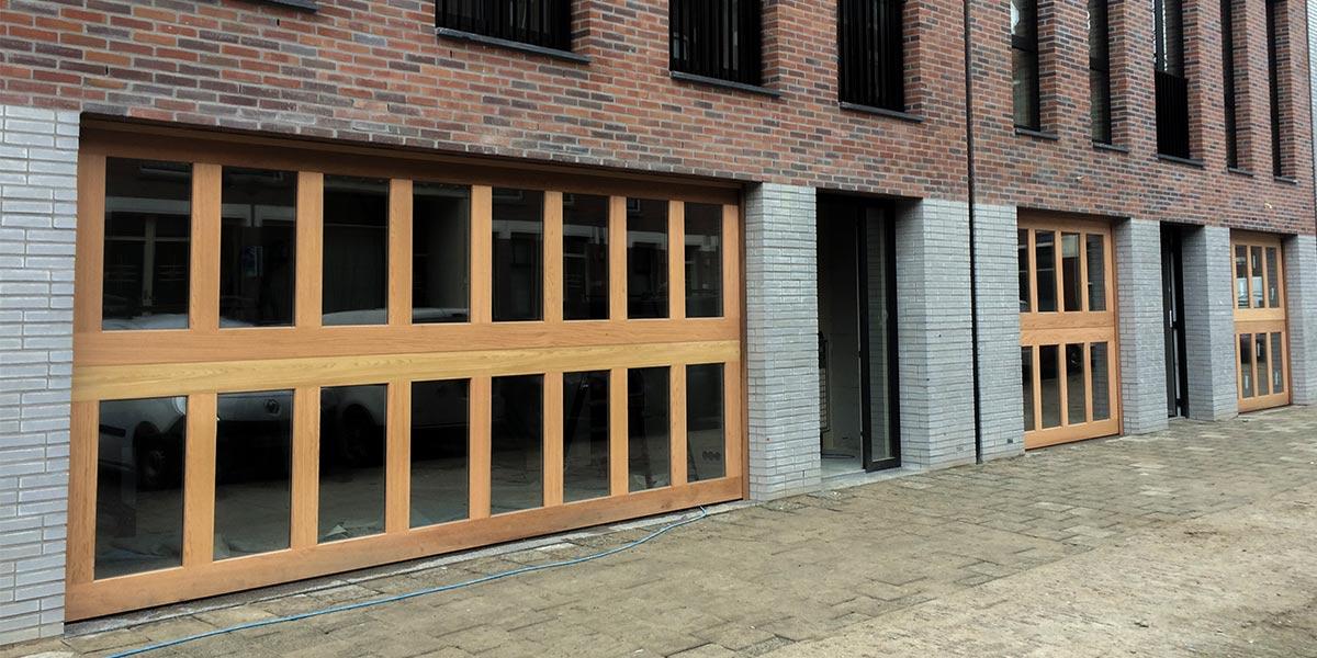 Houten-sectionaaldeuren-met-2-panelen-geheel-voorzien-van-isolatieglas-3