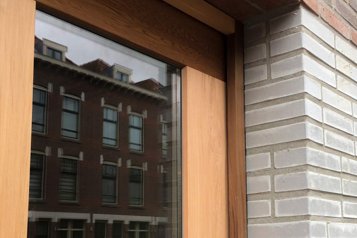 Houten-sectionaaldeuren-met-2-panelen-geheel-voorzien-van-isolatieglas-2