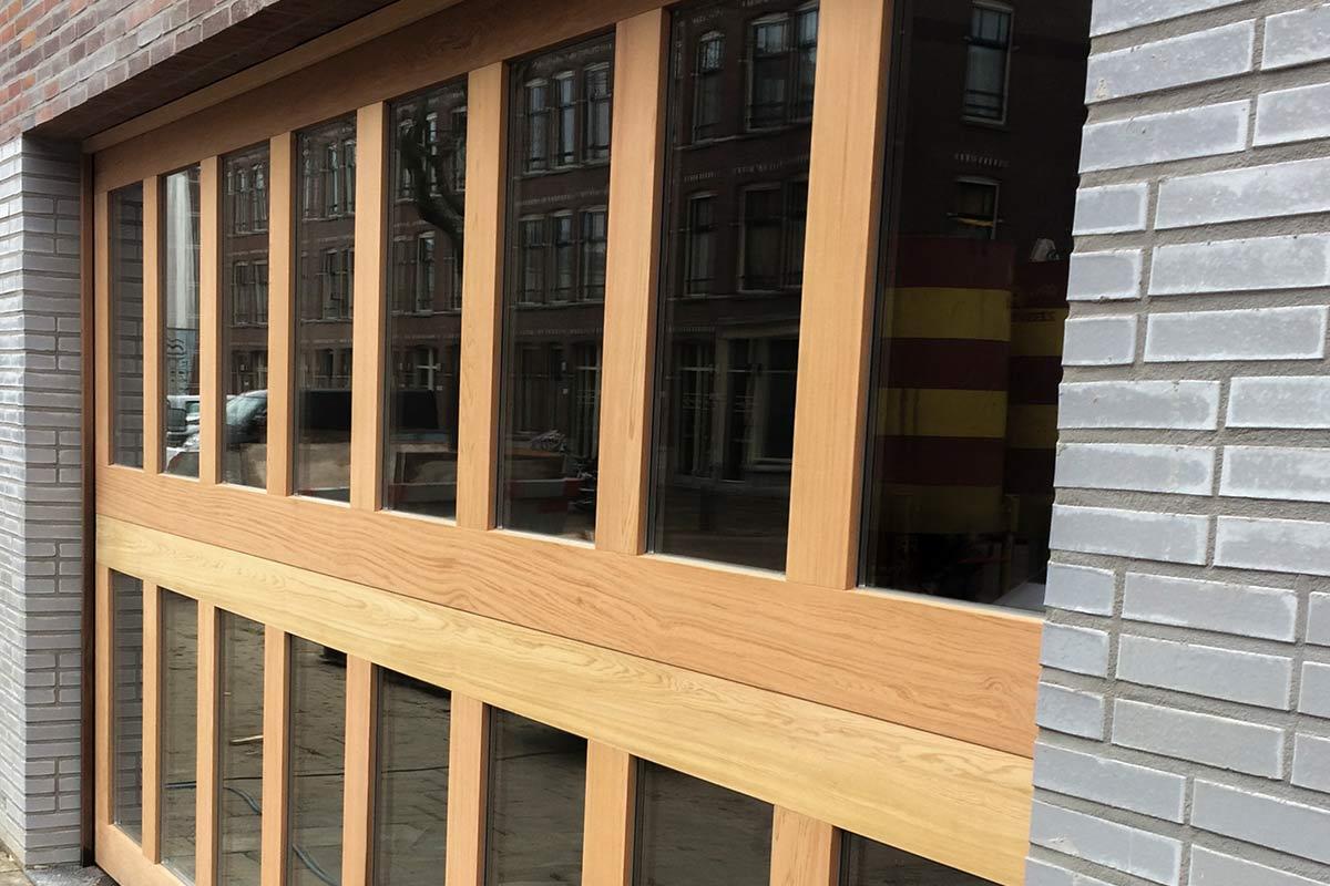 Houten-sectionaaldeuren-met-2-panelen-geheel-voorzien-van-isolatieglas-31