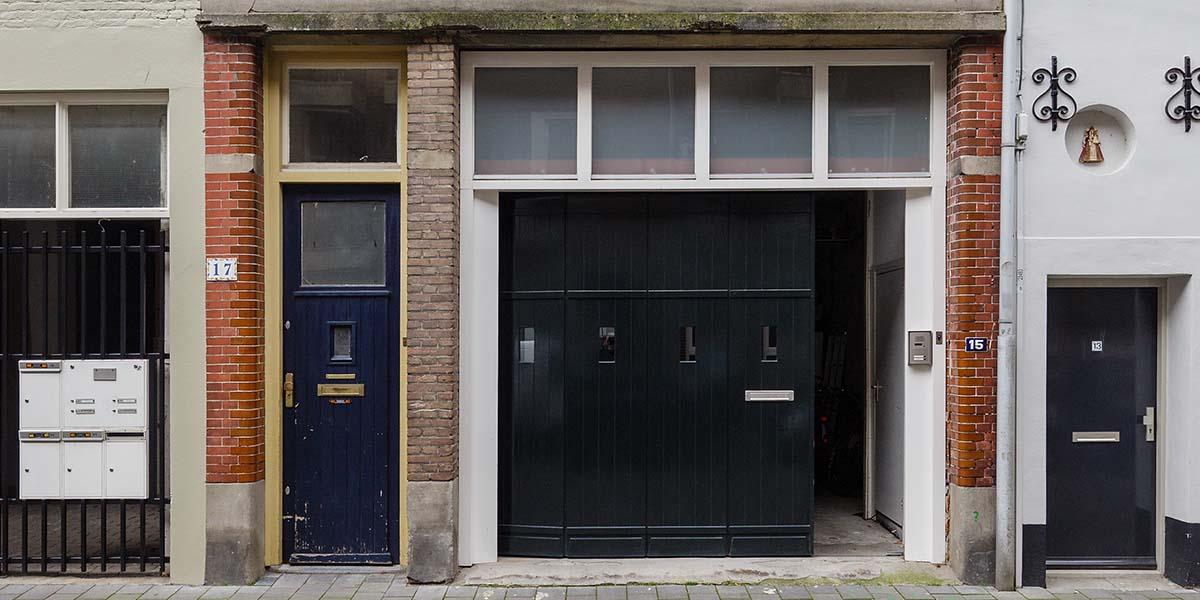 houten-zijwaartse-sectionaaldeur-monumentaal-pand-1