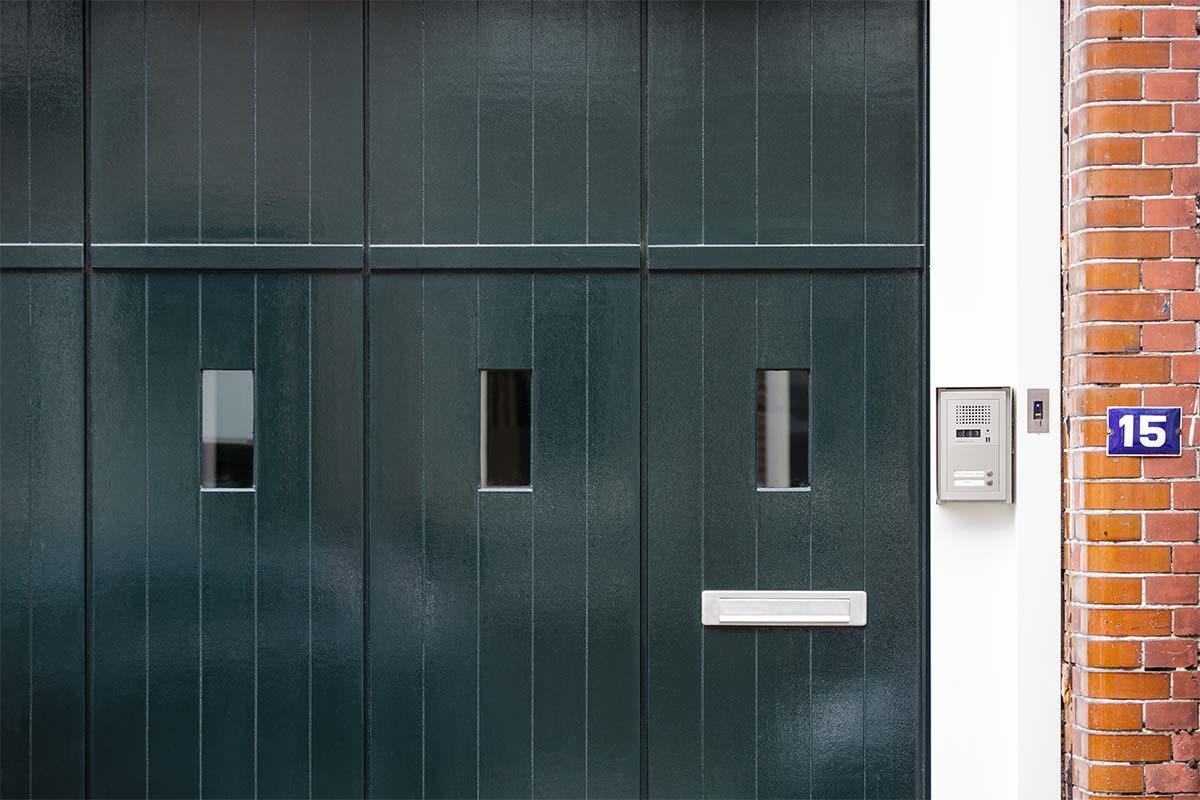 houten-zijwaartse-sectionaaldeur-monumentaal-pand-2