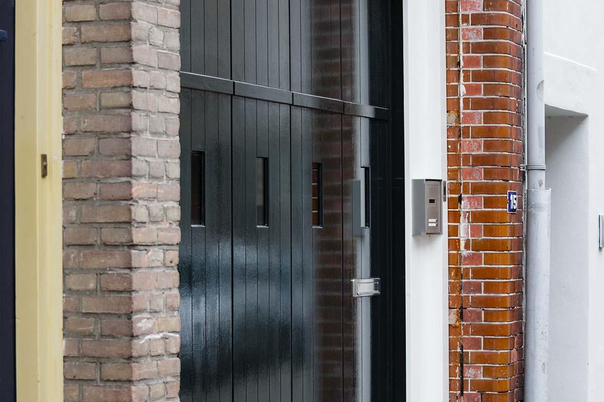 houten-zijwaartse-sectionaaldeur-monumentaal-pand-4