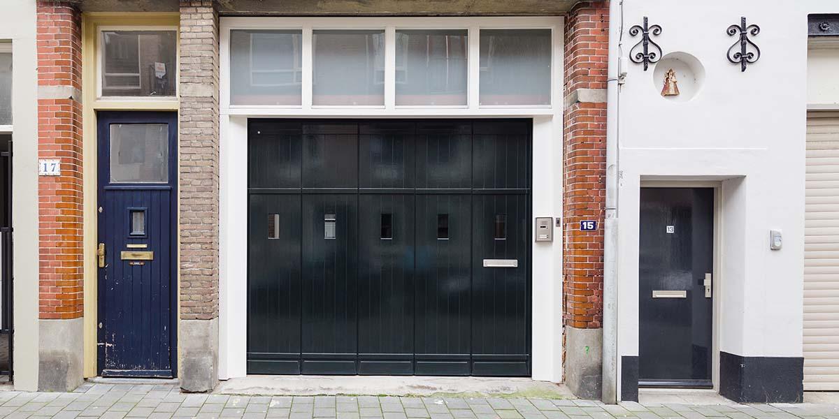 houten-zijwaartse-sectionaaldeur-monumentaal-pand-7