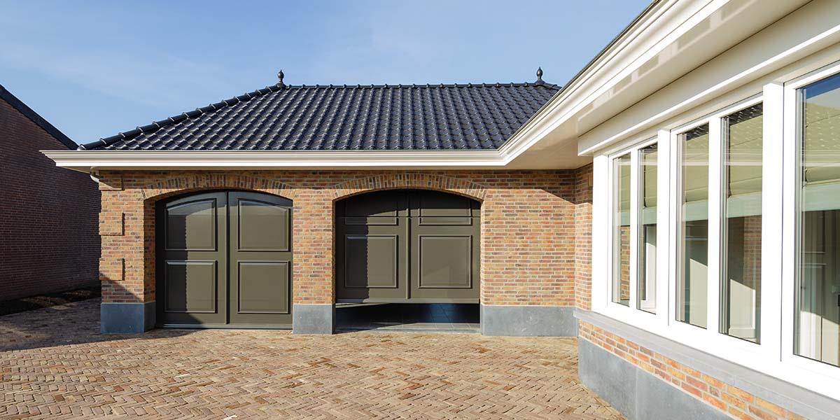 Elektrisch-openslaande-garagedeuren-als-sectionaaldeur-3