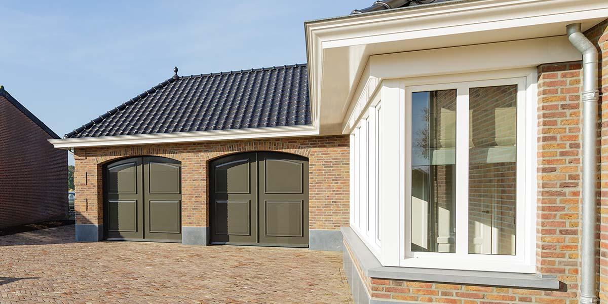 Elektrisch-openslaande-garagedeuren-als-sectionaaldeur-41