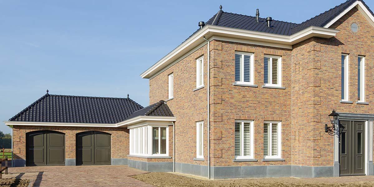 Elektrisch-openslaande-garagedeuren-als-sectionaaldeur-6