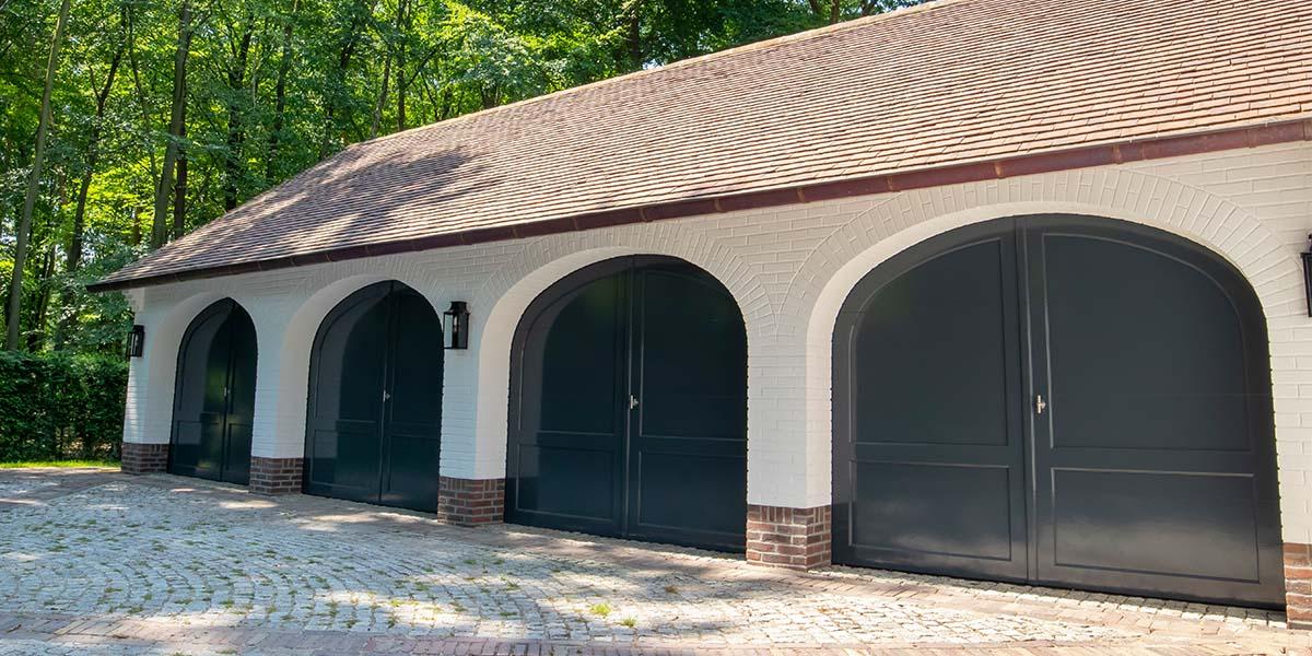 Elektrische-garagedeuren-in-stijl-van-houten-openslaande-garagedeuren-27