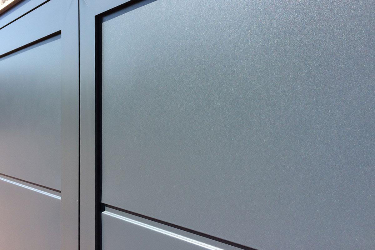 Onderhoudsarme-openslaande-garagedeur-4