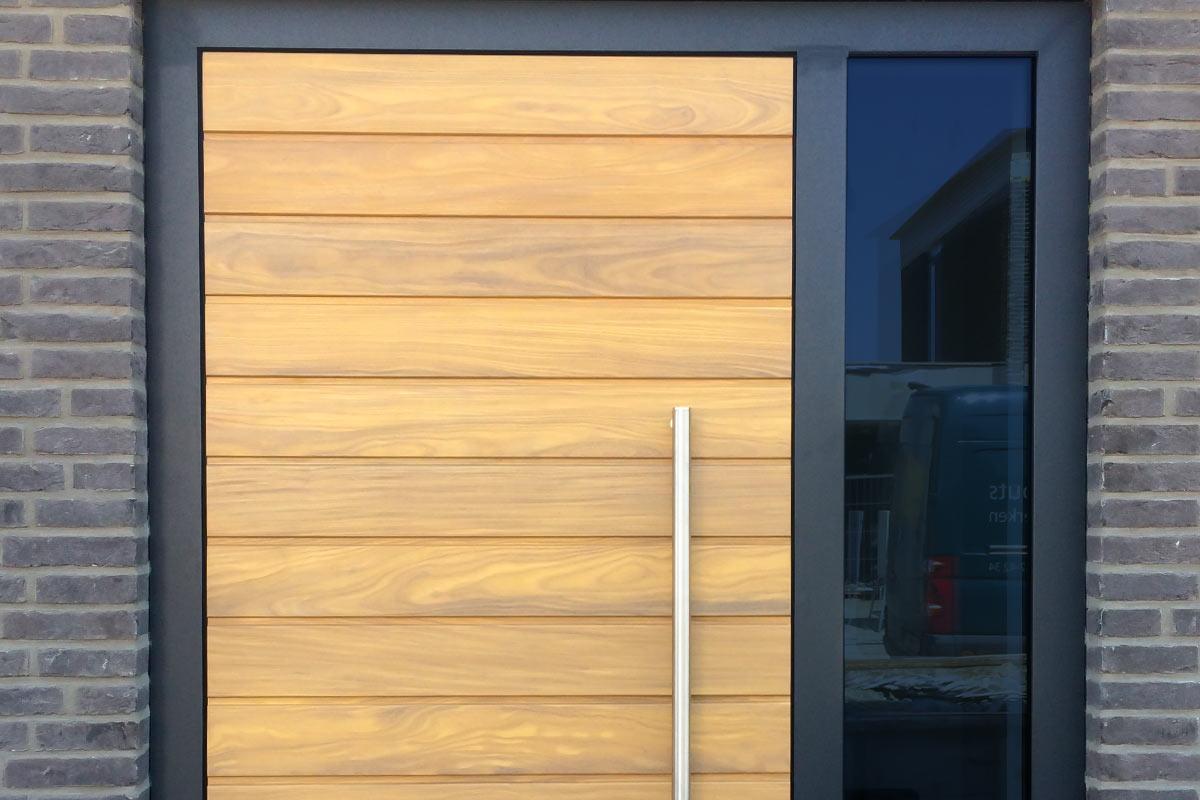houten-voordeur-in-een-aluminium-kozijn-3