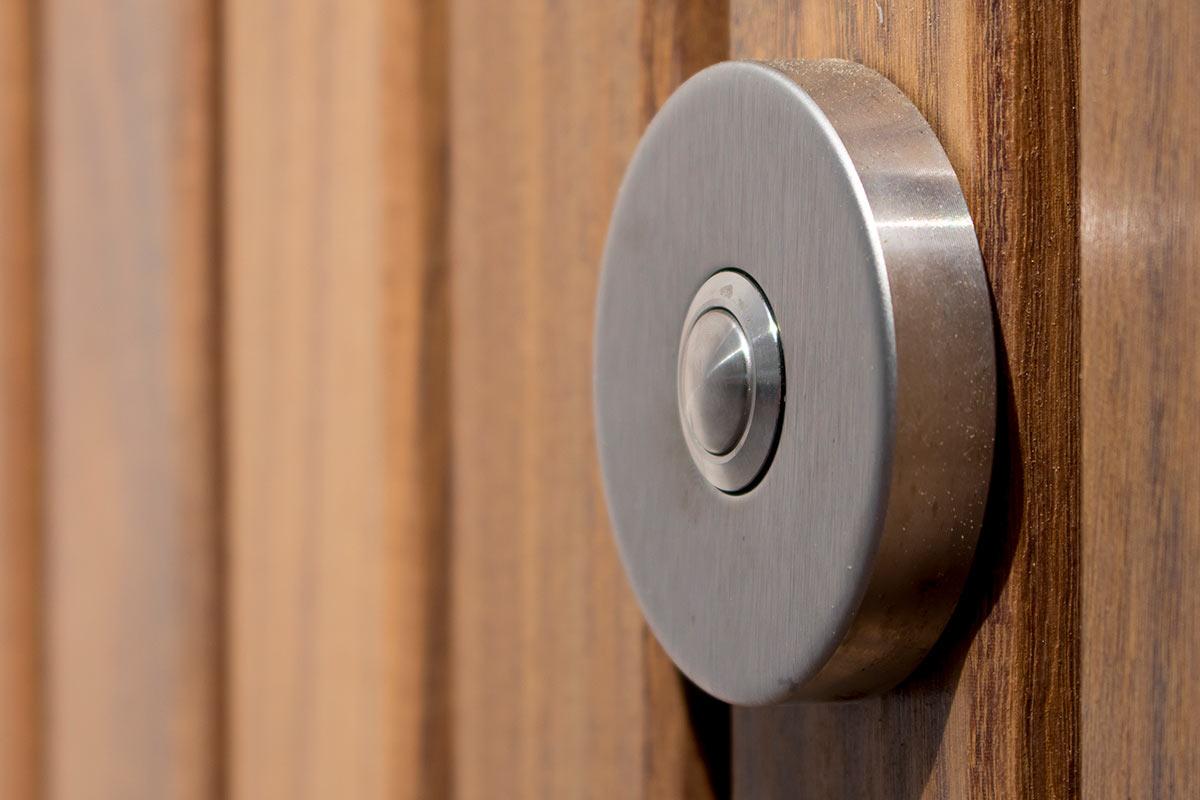 Houten voordeur in aluminium kozijn op maat unieke uitstraling