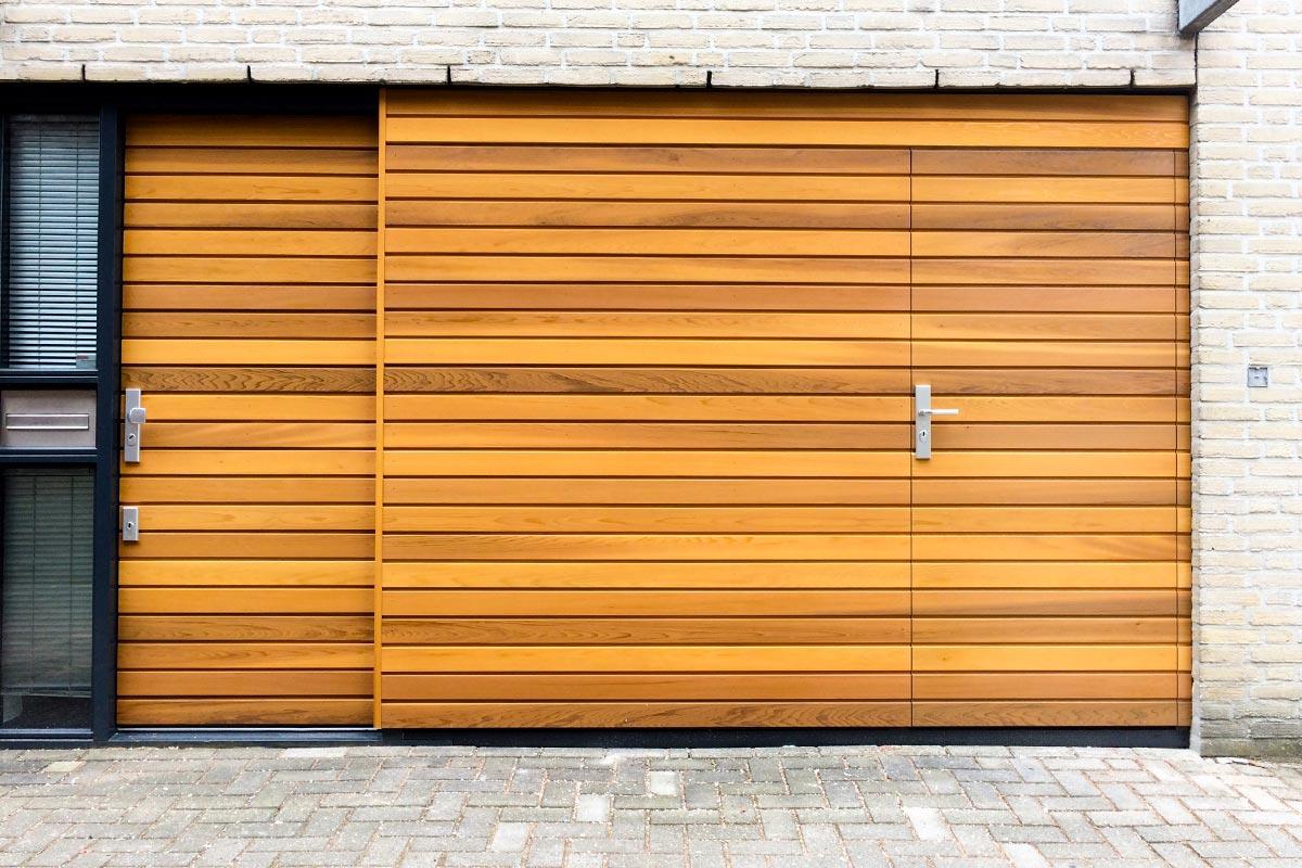 houten-voordeur-en-garagedeur-in-dezelfde-stijl-5
